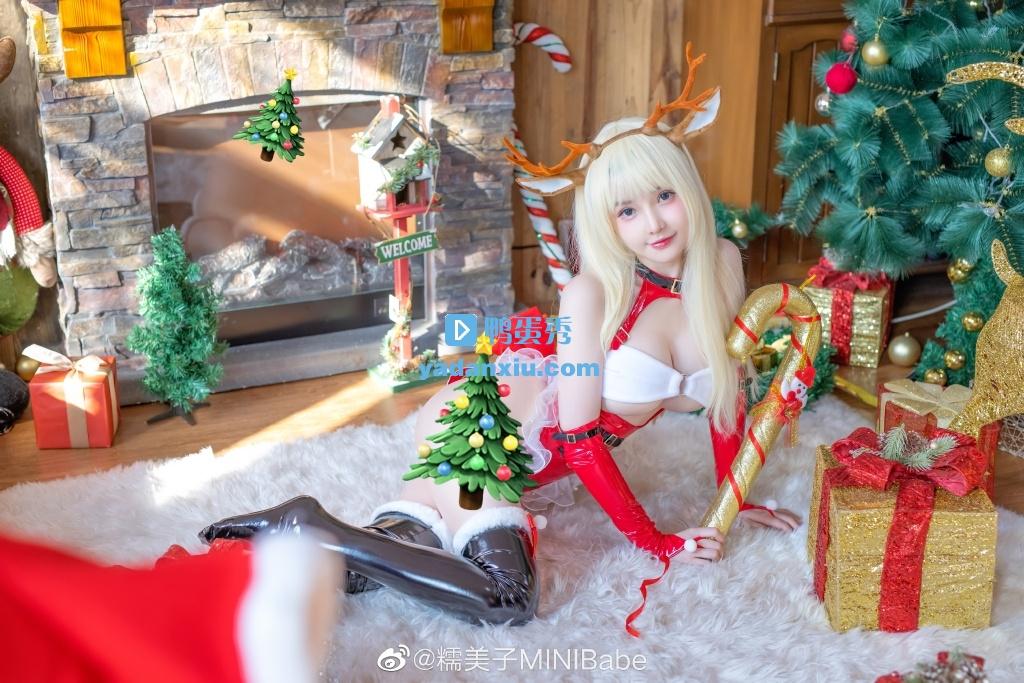 躺着的圣诞老人美女版