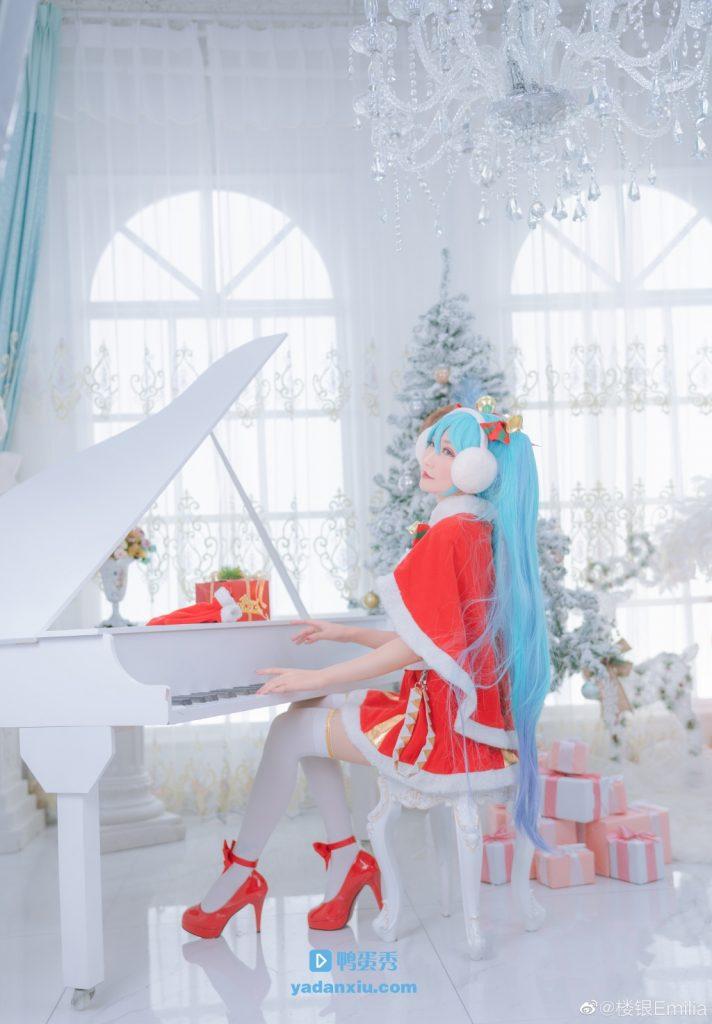 楼银cosplay初音未来圣诞老人版