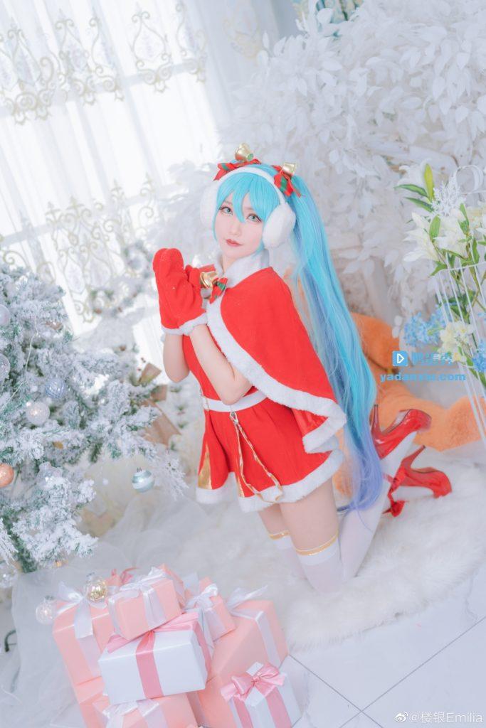圣诞树下的初音未来冬日版