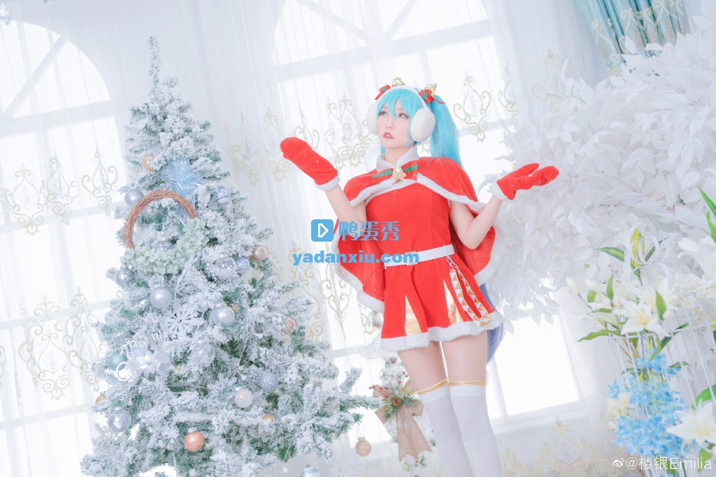 圣诞树下的圣诞版初音未来